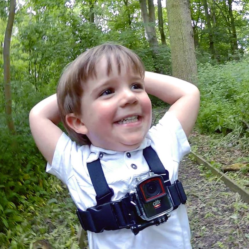 olfi-camera-nio-with-kids-chest-harness-in-use